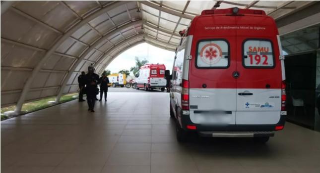 ambulancia - Mulher é morta a facadas na frente dos filhos e marido é o principal