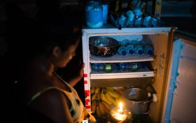 """amp - """"Trocamos o dia pela noite"""": amapaenses protestam, após uma semana de apagão"""