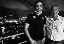 Filho será candidato a prefeito no lugar do pai, que morreu durante entrevista ao vivo