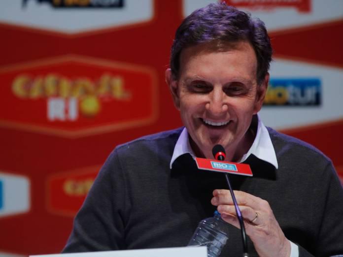 marcelo crivella 696x522 1 - PESQUISA DATAFOLHA: Crivella se recupera no Rio, mas segue no empate técnico com Martha