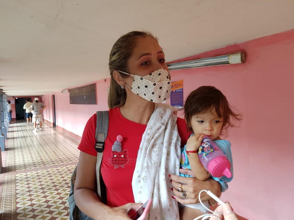 mesaria fortaleza - Mesária é dispensada, após levar filha de 1 ano ao local de votação