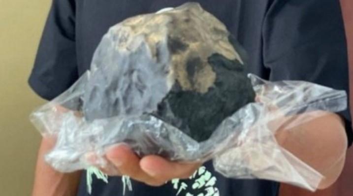 meteorito indonesia - Meteorito atravessa telhado de casa e deixa morador milionário