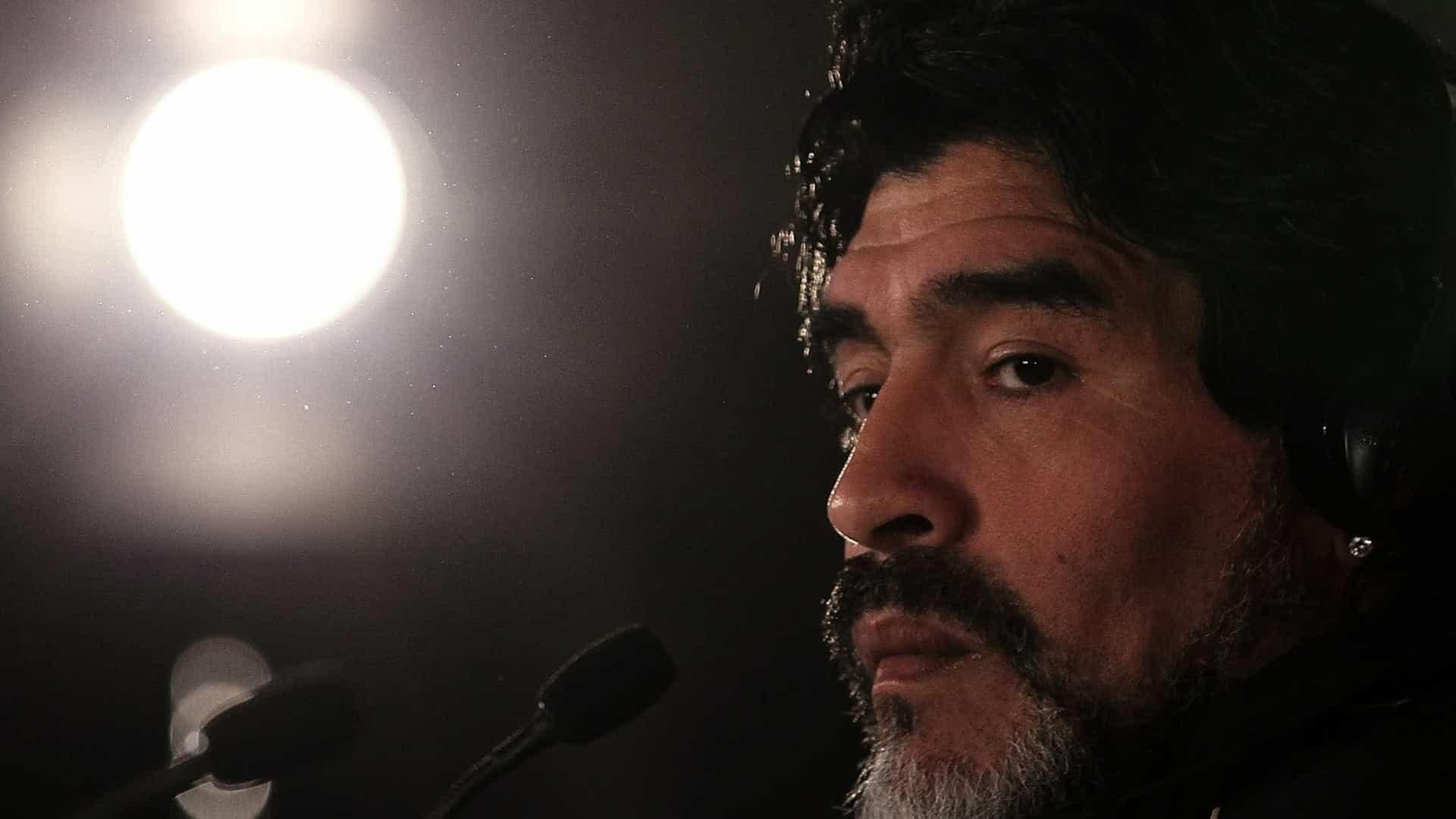 naom 59518c00f01d2 - Maradona precisou ser sedado para não abandonar hospital, diz médico