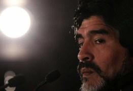 Maradona precisou ser sedado para não abandonar hospital, diz médico