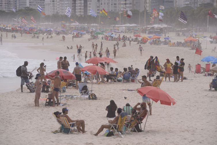 rio de janeiro praia - Rio de Janeiro tem primeiro sábado de permanência liberada nas praias
