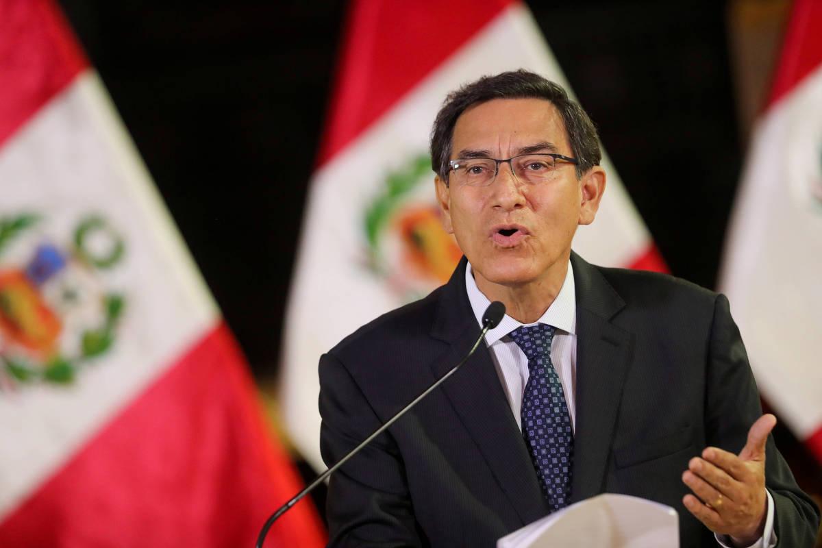 """vizcarra - Congresso do Peru aprova impeachment de presidente por """"incapacidade moral"""""""