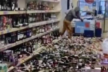 xblog fury.jpg.pagespeed.ic .7B0Tly9XKC - Mulher destrói 500 garrafas de cerveja, gim e vinho em supermercado