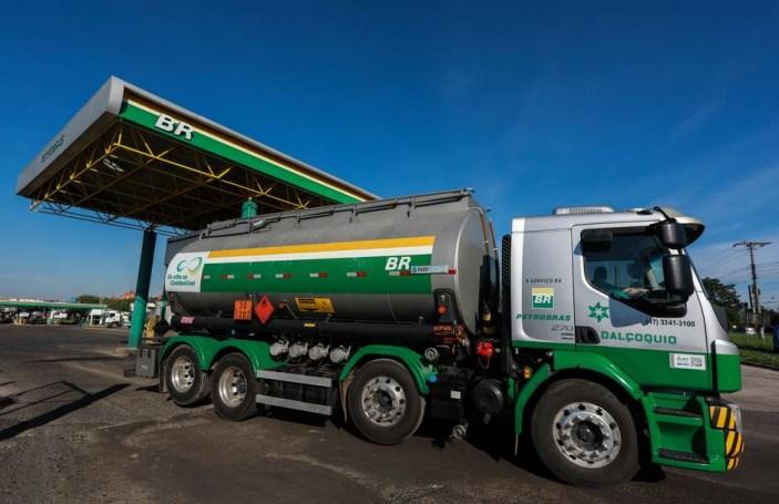 2020 12 02T162110Z 2 LYNXMPEGB11DH RTROPTP 4 PETROBRAS DIVESTITURE REFINERIES - Petrobras reduz preço da gasolina em 2% nas refinarias