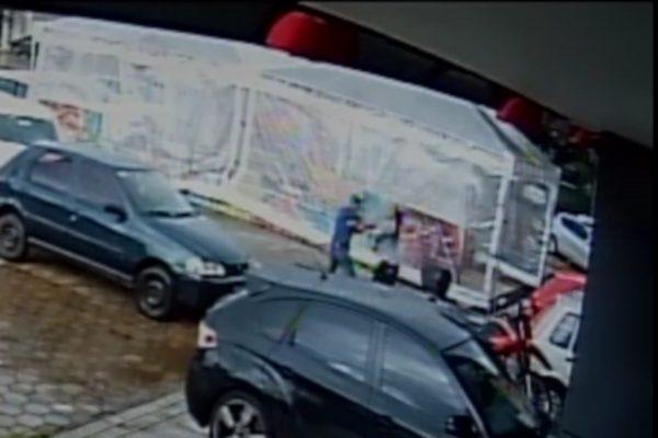 Captura de tela de 2020 12 22 18 29 37 600x400 1 - Assaltante que usava arma falsa leva surra de moradora