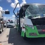 Onibus com turistas argentinos se envolve em acidente na Paraiba 600x400 1 - Turistas argentinos sofrem acidente de ônibus na Paraíba