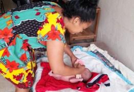 Moradora que encontrou bebê dentro de caixa de papelão conta que se surpreendeu ao vê-lo: 'Achei que era uma boneca'