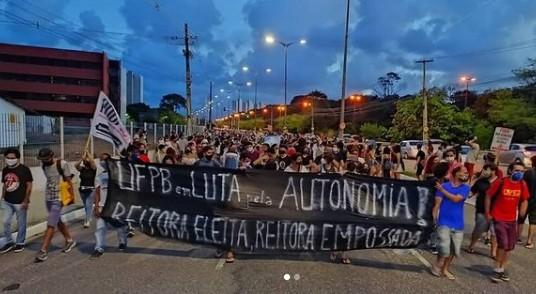 caminhada fora valdiney ufpb - Defensoria Pública pede direito de protesto para estudantes na UFPB