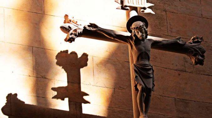 crucifixo - Reflexão de Natal: a descristianização da sociedade - por Rui Leitão