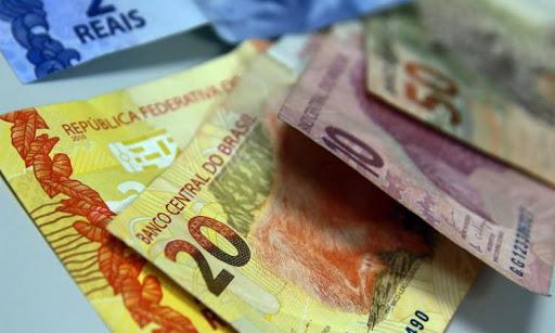 dinheiro 2 - MP que define salário mínimo de R$ 1.100 em 2021 é publicada pelo Governo