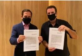 Eduardo Paes firma acordo com João Doria para a compra de vacina contra covid-19