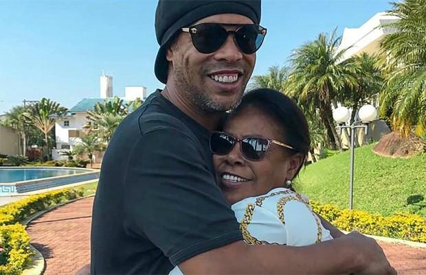 image jjmsHe2 - Ronaldinho Gaúcho pede orações para a mãe que está internada com Covid-19