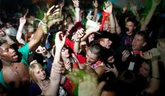 images 3 - Organizador de orgias revela que políticos frequentam eventos