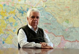 """Jornalista José Maria Mayrink morre aos 82 anos, """"lutou como um guerreiro"""" diz filha"""