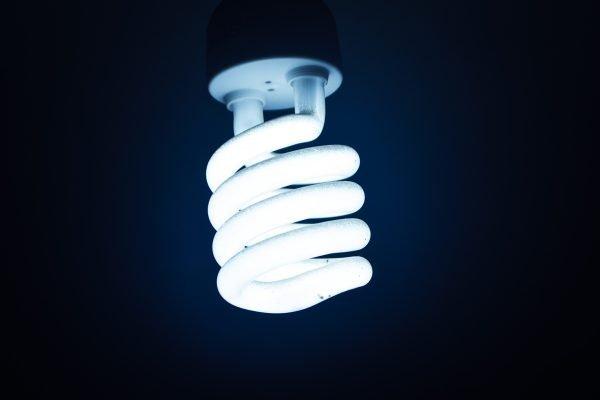 lampada - Pesquisadores afirmam que luz ultravioleta mata Coronavírus em 30 segundos