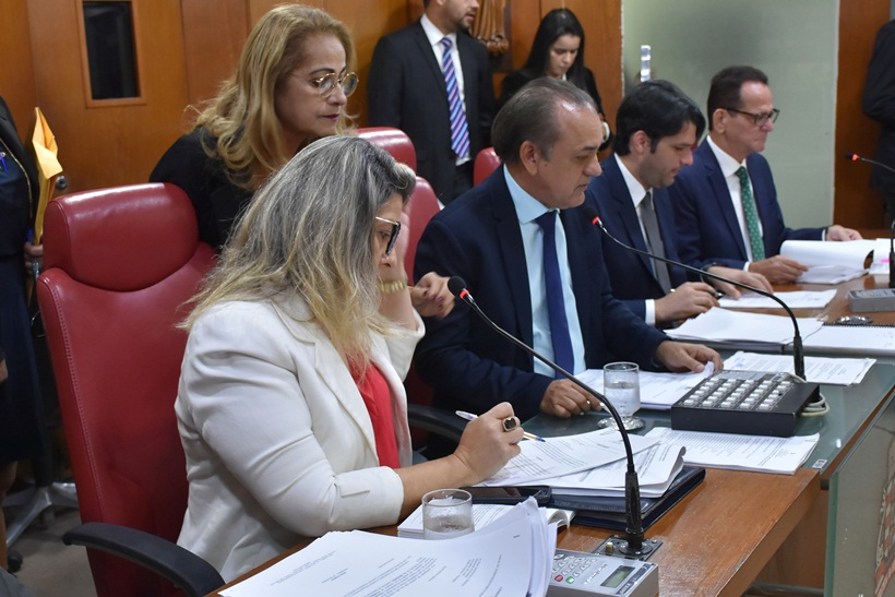 sessão na cmjp 2 - PERSISTINDO NO ERRO: vereadores de João Pessoa insistem em aumentar salários e adicionam 13º ao projeto - VEJA VÍDEO