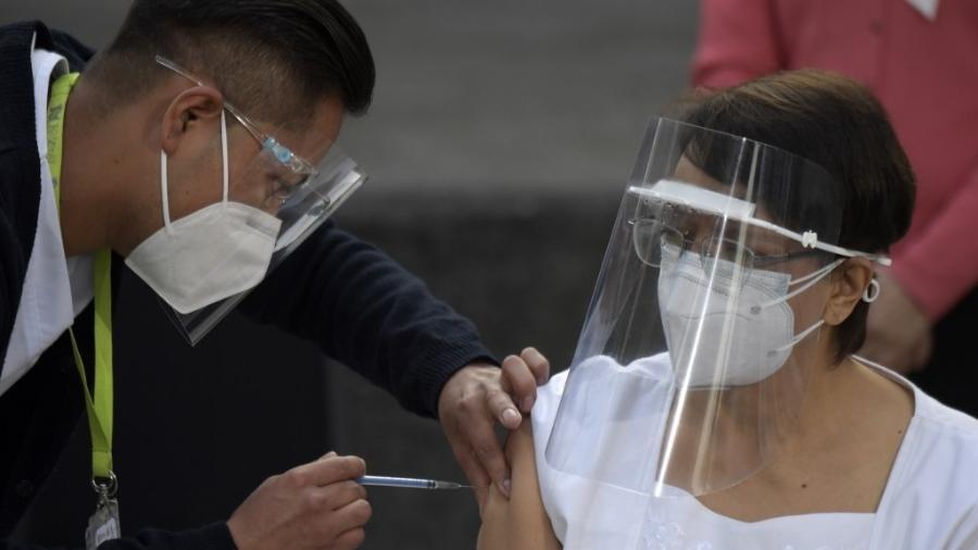 vacina mexico - Enfermeira mexicana é a primeira vacinada contra Covid-19 na América Latina
