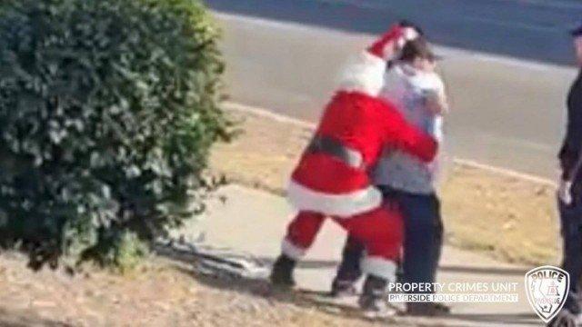 xblog riverside 4.jpg.pagespeed.ic .p Rwid X1k - Policiais disfarçados de Papai Noel e elfo prendem suspeitos