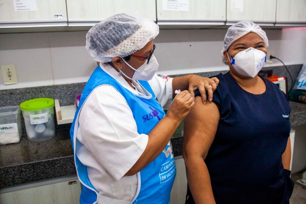 0f2f69f1 aa9e 4c0e a568 5f1f7147e0c4 1024x683 - João Pessoa já vacinou mais de sete mil trabalhadores da saúde nos primeiros três dias