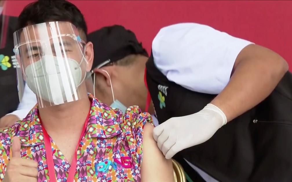 2021 01 14t090705z 588605705 rc2l7l9tq64l rtrmadp 3 health coronavirus indonesia influencers - Influenciadores digitais estão entre os primeiros da fila para vacinação contra Covid-19 - VEJA VÍDEO