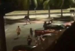 Confusão e tiros: Moradores da orla de JP filmam momento em que pessoas brigam em loja da praia – VEJA VÍDEO