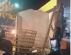 Populares de Pedras de Fogo acusam prefeito Manoel Junior de mandar demolir quiosque durante feriado – VEJA VÍDEO