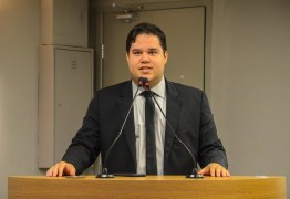 Deputado Anderson Monteiro propõe multa de até R$10 mil reais para quem furar a fila da vacinação na Paraíba