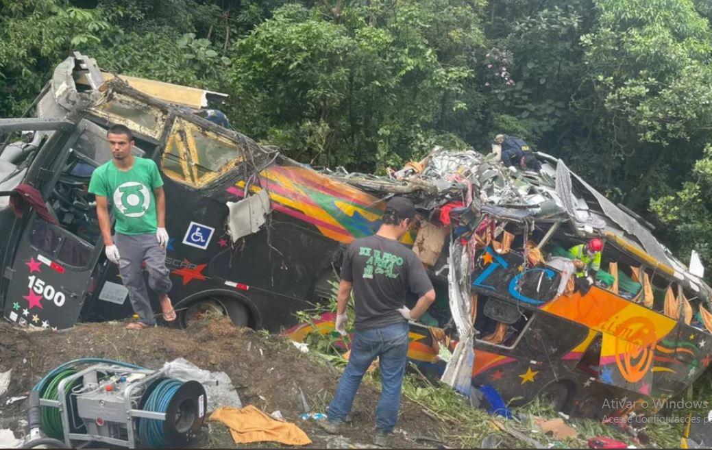acc - Acidente deixa 14 mortos e 32 dois feridos, no litoral do Paraná