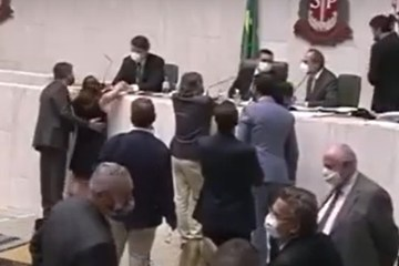 Justiça autoriza investigação contra Fernando Cury, deputado que assediou colega na Alesp