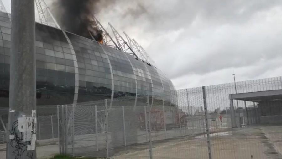 arena castelao pega fogo 1612015436306 v2 900x506 - URGENTE! Incêndio atinge Arena Castelão, em Fortaleza - VEJA VÍDEO