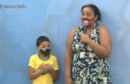 caja - Dona de casa cajazeirense, chora ao fazer apelo por comida e medicações - VEJA VÍDEO