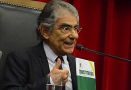 """Ex-ministro do STF diz que Bolsonaro """"dá as costas para Constituição"""" e defende impeachment por crime de responsabilidade"""