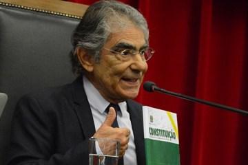 """carlos ayres britto - Ex-ministro do STF diz que Bolsonaro """"dá as costas para Constituição"""" e defende impeachment por crime de responsabilidade"""