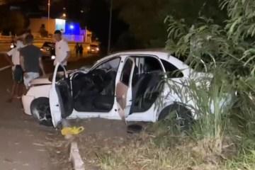 csm capotamento br 230 a007b7a7b4 - Motorista perde controle da direção e carro capota na BR-230 em João Pessoa