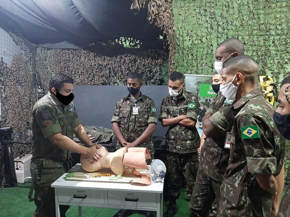 exercito - Militares aparecem com máscaras desenhadas digitalmente em site de órgão do Exército - VEJA AS IMAGENS