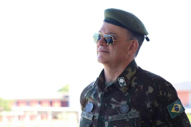 general carlos roberto pinto de souza - VÍTIMA DA COVID-19: morre diretor do Inep responsável pelo Enem
