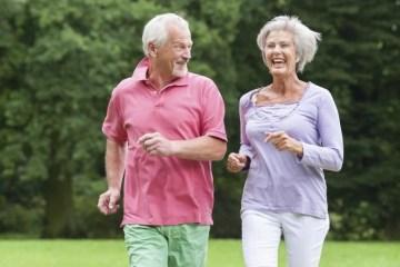idosos correm e1611774245117 - Prática regular de exercícios físicos garante qualidade de vida a idosos