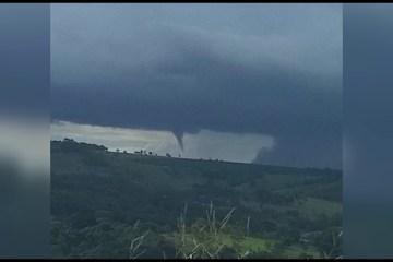 maxresdefault 1 - Comerciante registra imagens impressionantes de formação de tornado