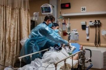 medico - EUA se aproxima do colapso do sistema hospitalar