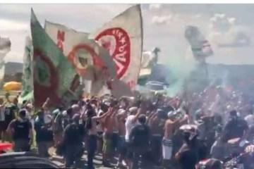 FINAL DA LIBERTADORES: torcida do Palmeiras se aglomera em aeroporto antes de viagem – VEJA VÍDEO