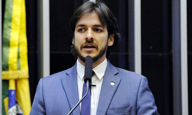 pcl 2 e1611755999788 - INCOERÊNCIA: Pedro Cunha Lima critica gastos públicos, mas emprega secretária com salário pago pela Prefeitura de Campina Grande há 5 anos - ENTENDA