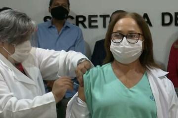 1ª vacinada na PB faz apelo: 'Lembrem-se que a pandemia não acabou'