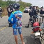 rolezinho - Polícia Militar intercepta 'rolezinho' de motos e notifica mais de 10 motociclistas no Sertão