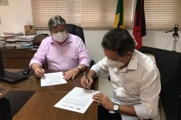 tião - Tião Gomes parabeniza João Azevedo pelo início das matriculas em curso de hotelaria no hotel Bruxaxá, em Areia