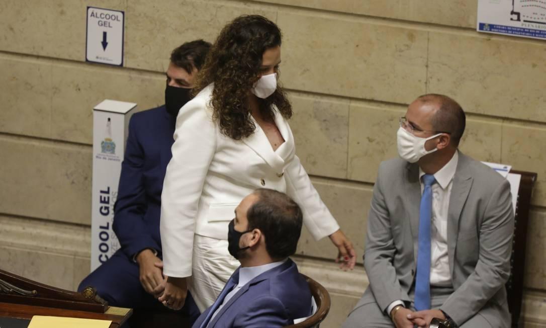 x91038784.jpg.pagespeed.ic .aF4QBzEJI2 - Carlos Bolsonaro e viúva de Marielle não se cumprimentam em posse na Câmara de Vereadores