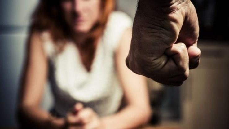 109821654 gettyimages 180135142 - Homem acusado de violência doméstica é condenado a pagar R$ 20 mil à vítima